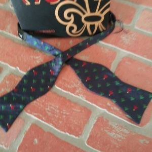 Cremieux 100% Silk Bow Tie Holiday Christmas Trees